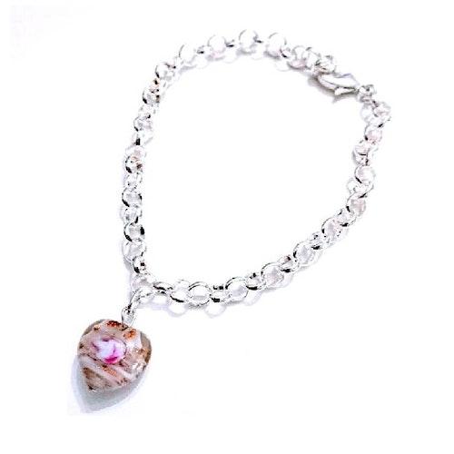 Armband med vitt hjärta blommor