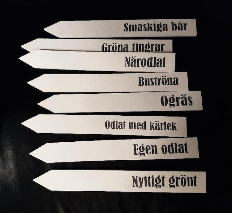 Planteringspinnar med text