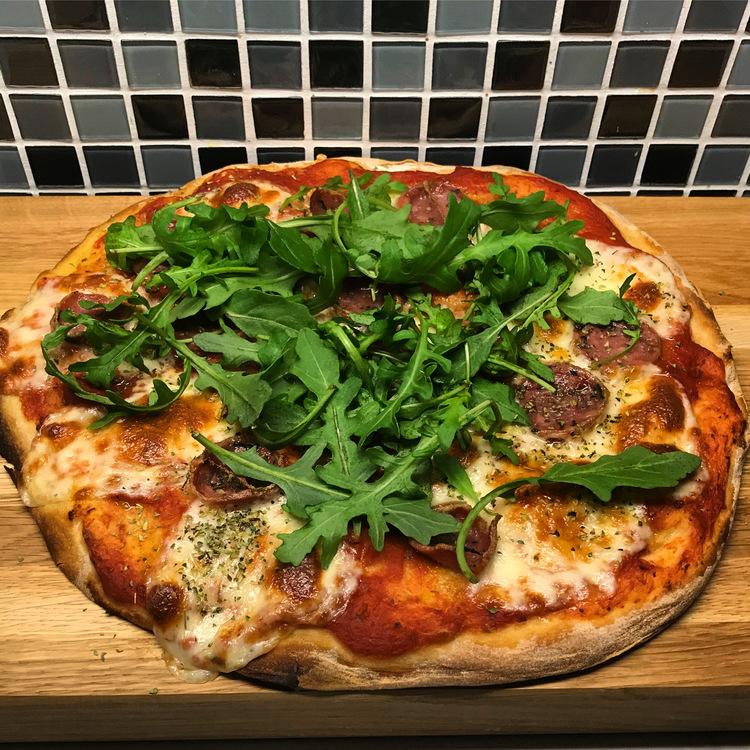 Italiensk Mozzarellapizza med Tryffelsalami  4 -6 personer