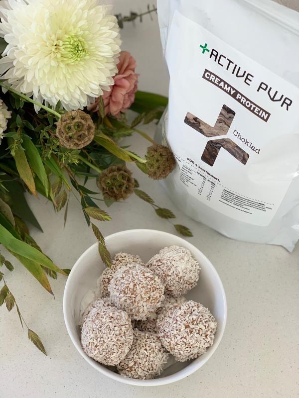 Rawballs med cashewnötter, daldlar och chokladprotein