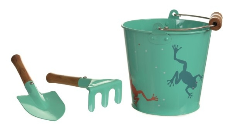 Plåtspann groda med spade och kratta