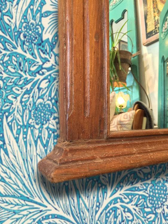 Spegel med snidad ram i teak