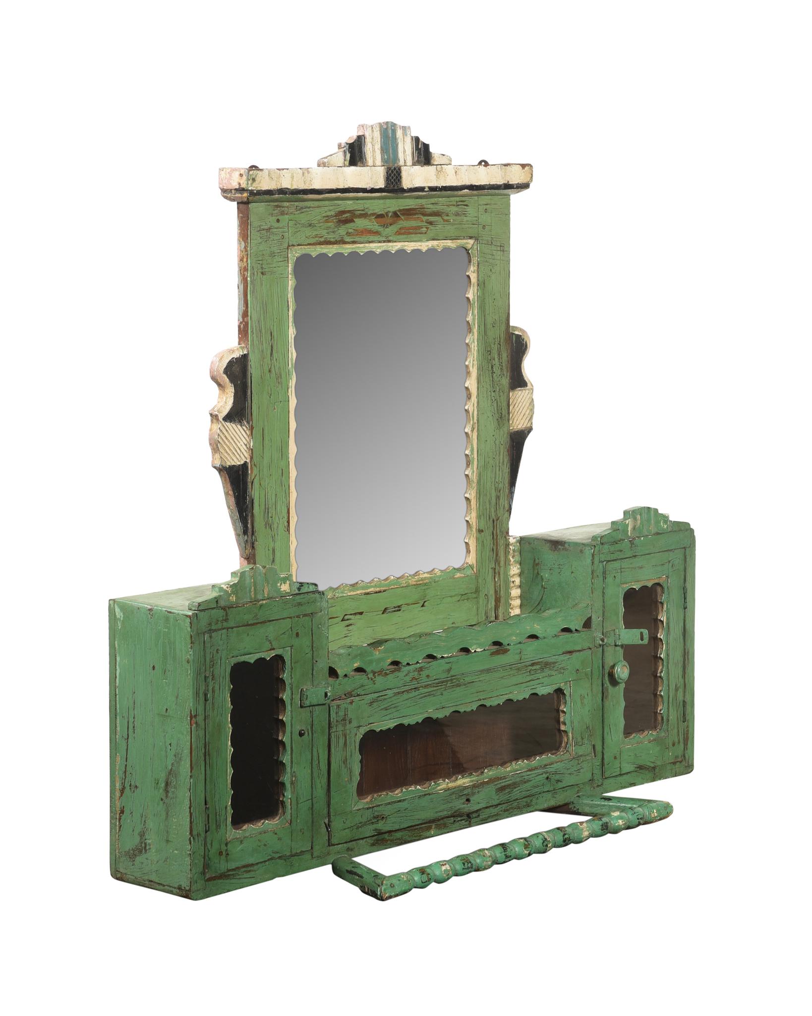 Väggskåp i äppelgrön  m. fack & spegel