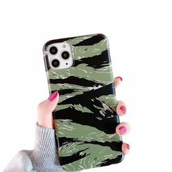 Camouflage- skal till iPhone 12 / 12 PRO