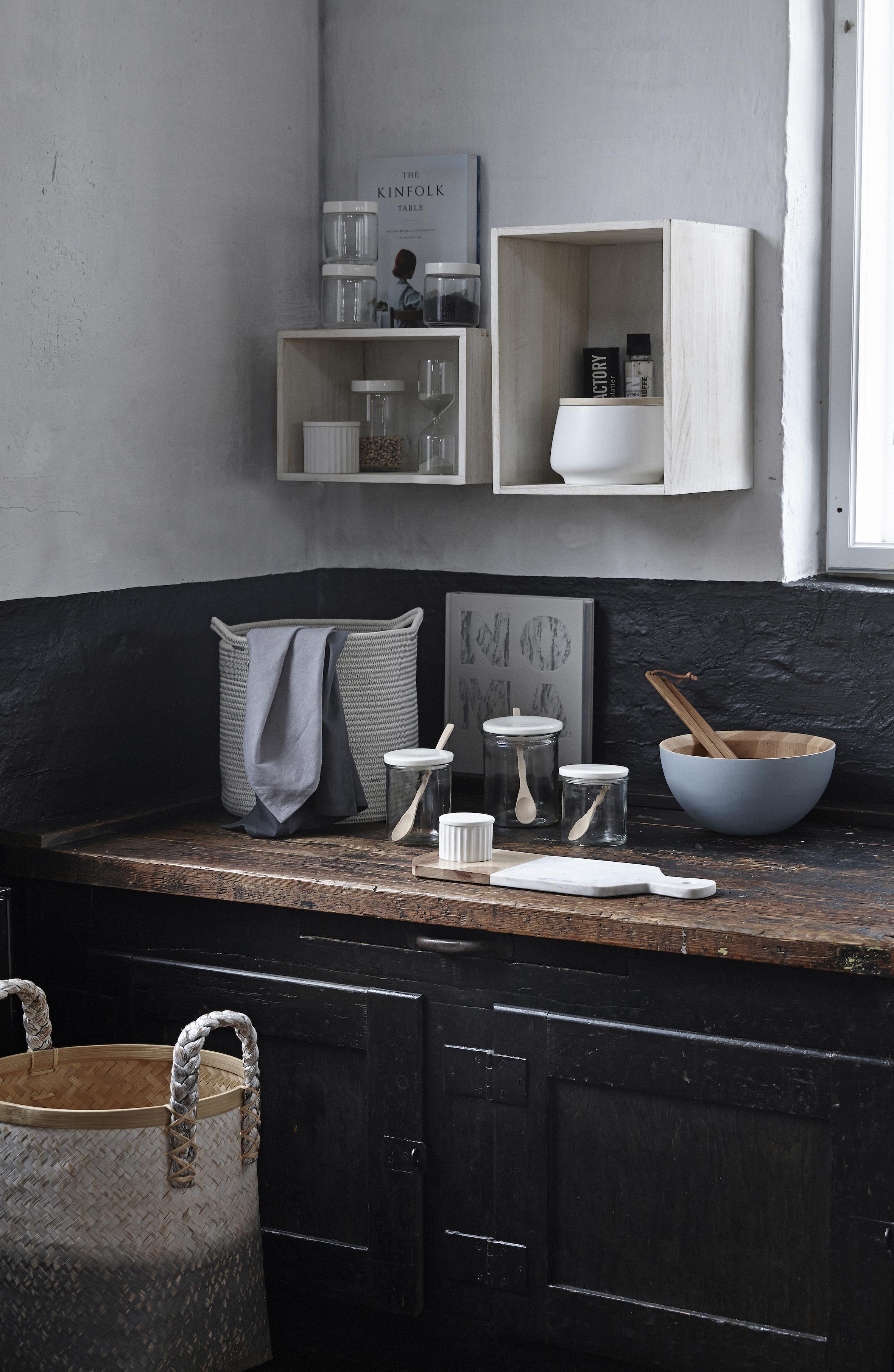 Vit keramikburk med trälock från danska Hübsch