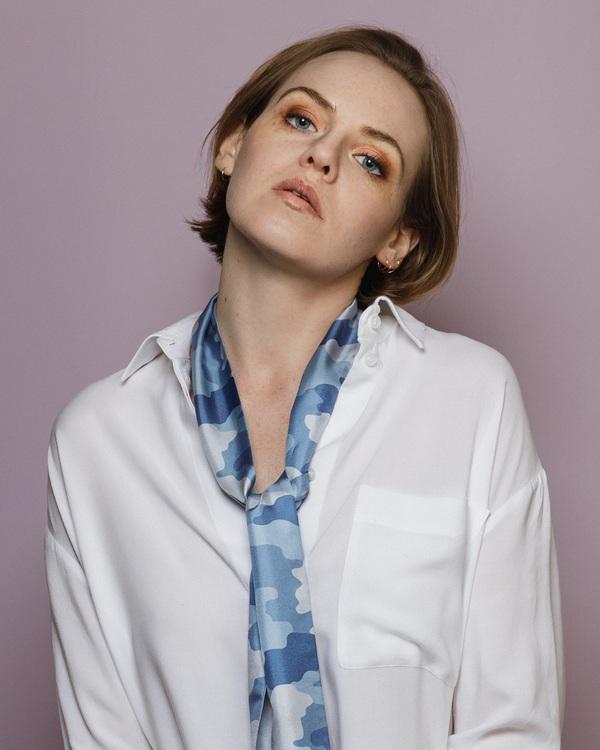 HELENA SAND Soft Camo Denim Knytscarf - innovativ scarf i siden med denim blå camouflagemönster och rost-rosa