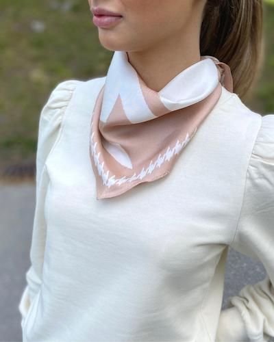 Mega Dogtooth Diamond scarf