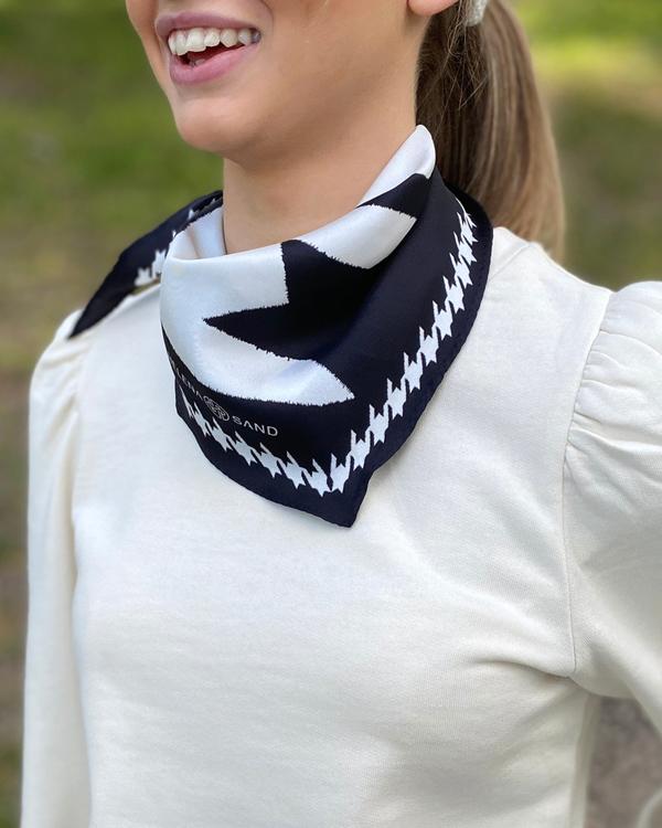 HELENA SAND Mega dogtooth power scarf i diamant form & 100% silke