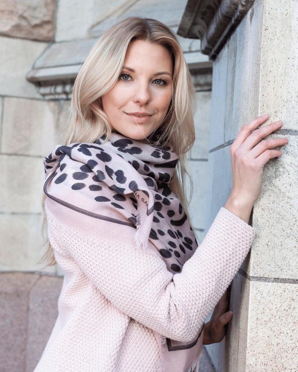 HELENA SAND Light, soft & warm wool scarf - Mjuk ullsjal av finaste kvalitet