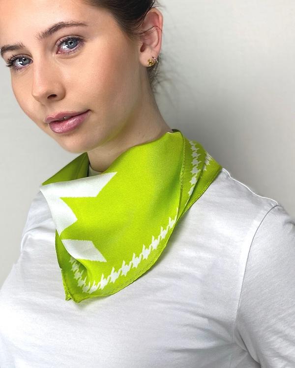 HELENA SAND Diamond shaped scarf 100% silk 100% light fit.