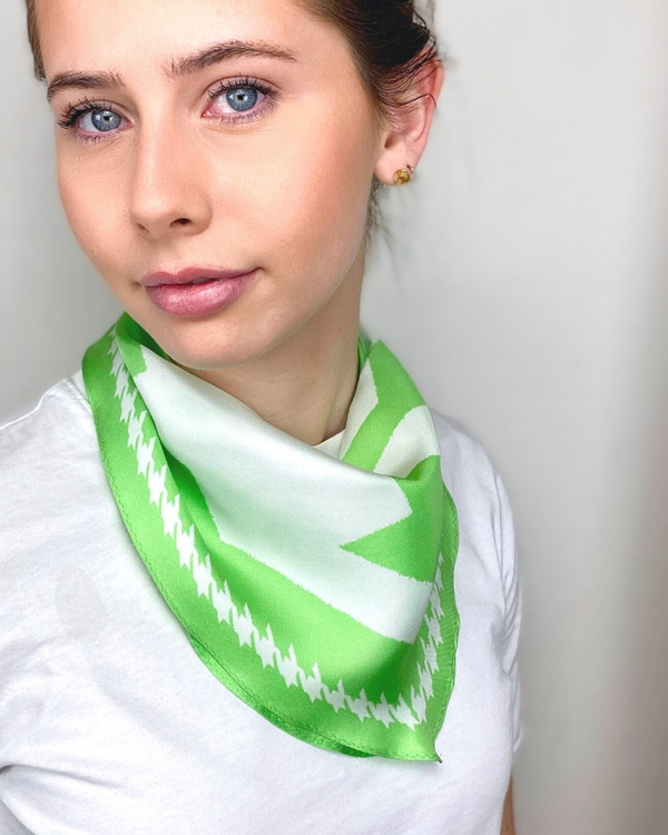 HELENA SAND Diamond shaped scarf  100% silk 100% light 100% attitude in Paradise green