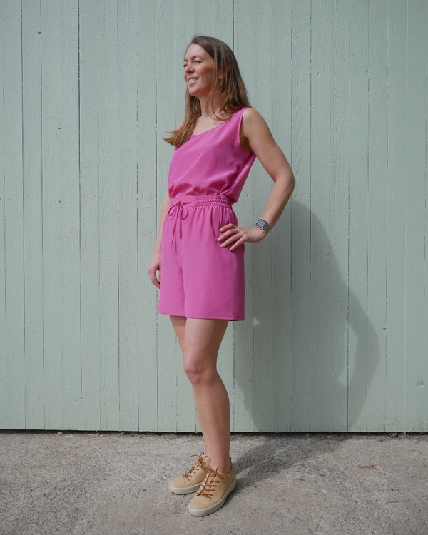 HELENA SAND loose and dressed shorts in premium fabric - FUCHSIA PINK / STARK ROSA