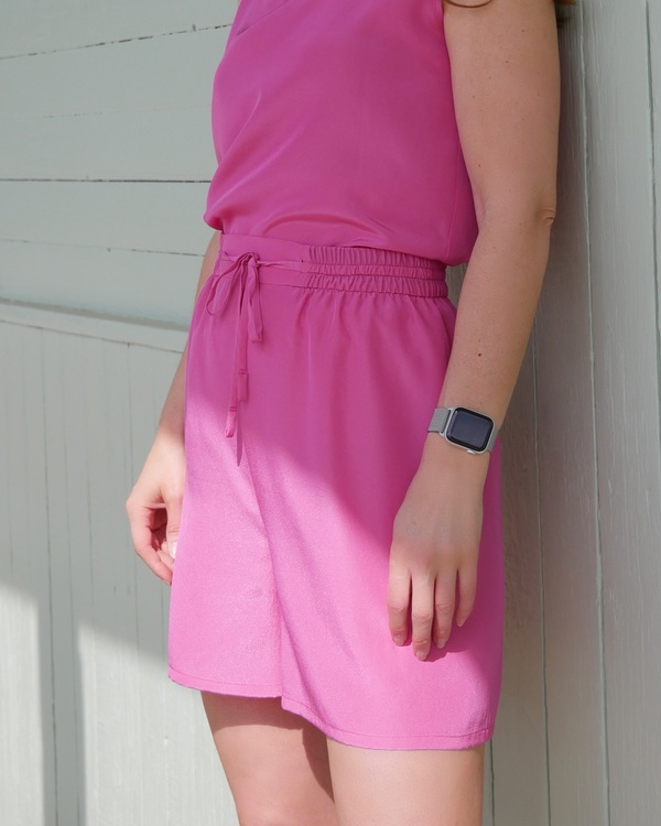 HELENA SAND loose shorts with dressed cut in premium fabric - FUCHSIA PINK / STARK ROSA