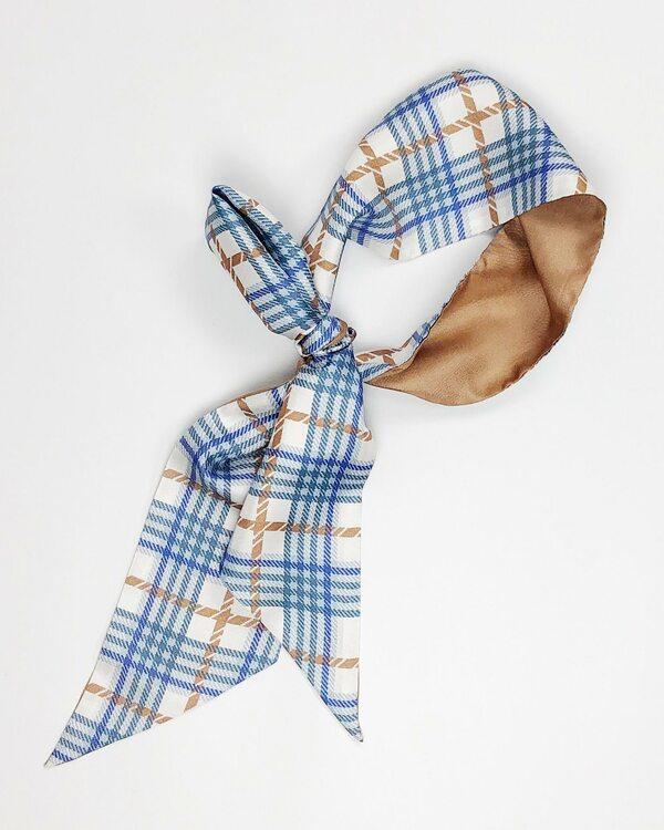 Checked denim - rutig siden scarf i denimblå med camelbrun rand