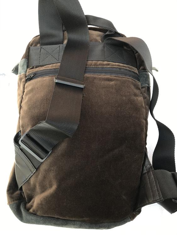 Ryggsäck i sammet m handbroderi