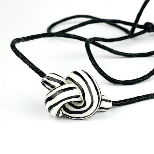 Knot necklace by Tove Tengå