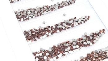 Kopparfärgade stenar med silver botten mixade storlekar  storlekar 1440 i förpackning