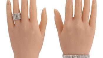 Premium silikon tränings hand ''Julia'' med smycken höger