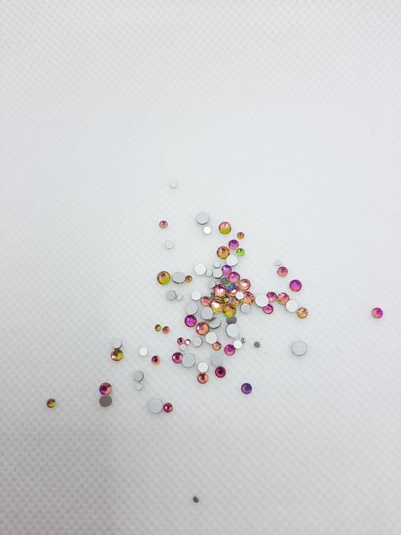 Flerfärgade stenar med silverbotten mixade storlekar 100+ i påsen