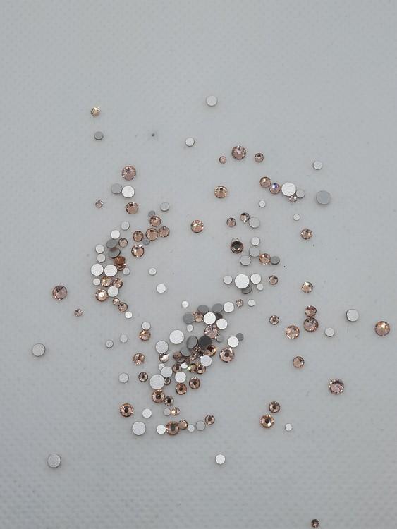 Roséguld stenar med silver botten mixade storlekar 100+ i påsen