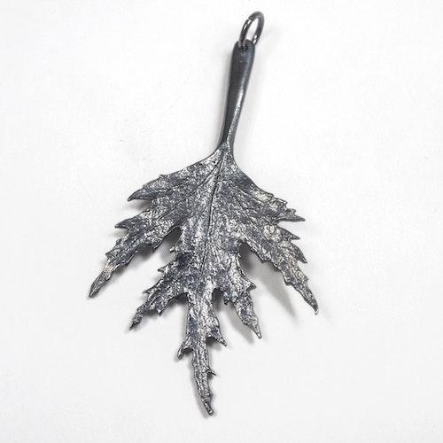 Ornässmycket Mellan oxiderat silver