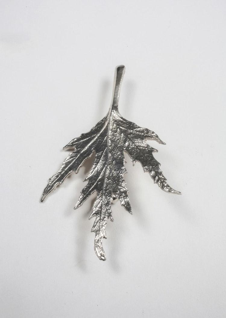 Ornässmycket brosch silver