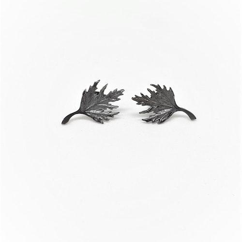 Örhängen Musöra på stift oxiderat silver