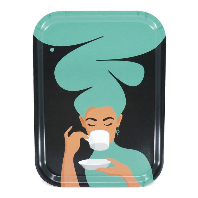 Rektangulär bricka med motivet Kaffekvinna i turkos. Kaffekvinnan har stort böljande hår, bär ett feministörhänge och njuter av en kopp kaffe.