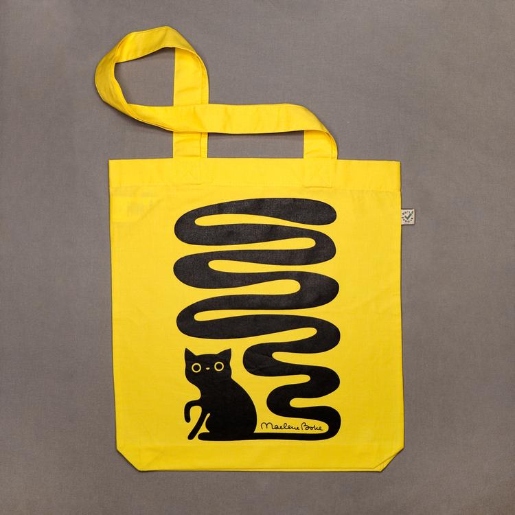 Ekologisk tygpåse / tygkasse med långa handtag och ett svart screentryck med motivet Svanskatt – en katt med lång slingrande svans. Färg: gul.