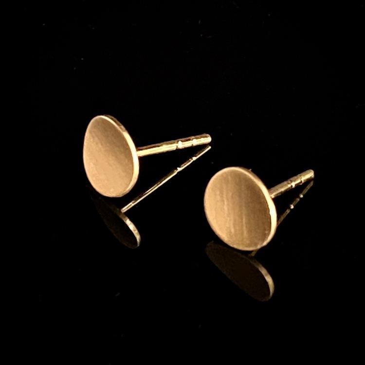 ETENA örhängen 18 k guld, matterad yta.