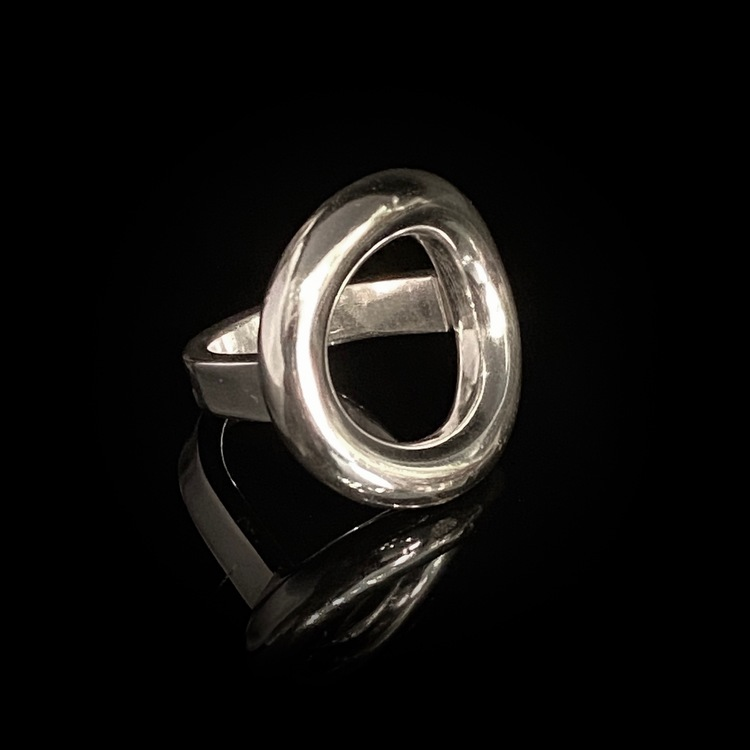 Ring Ring i silver av ETENA jewellery & design.