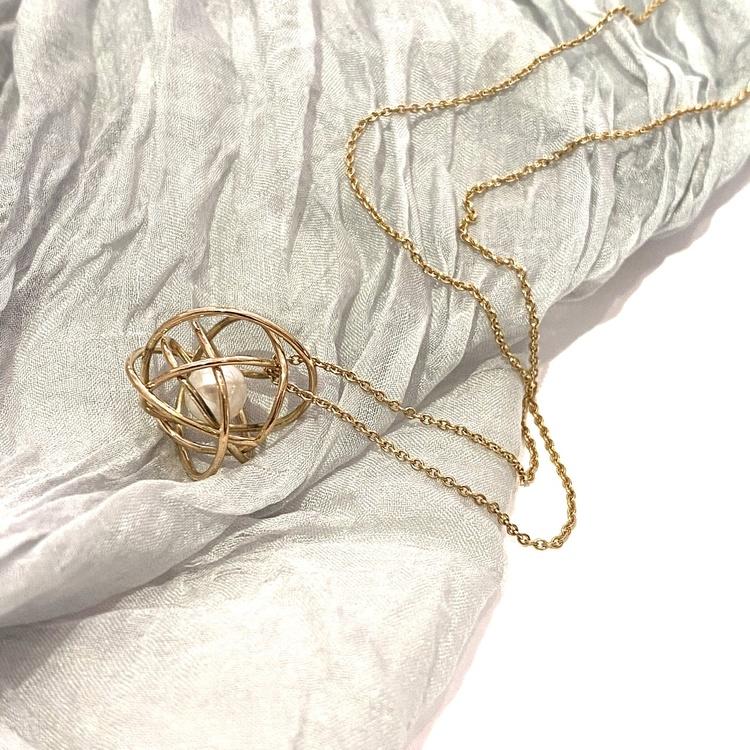 Trassel de Luxe guld 18k halsband med sötvattenpärla handgjord av ETENA Jewellery & Design