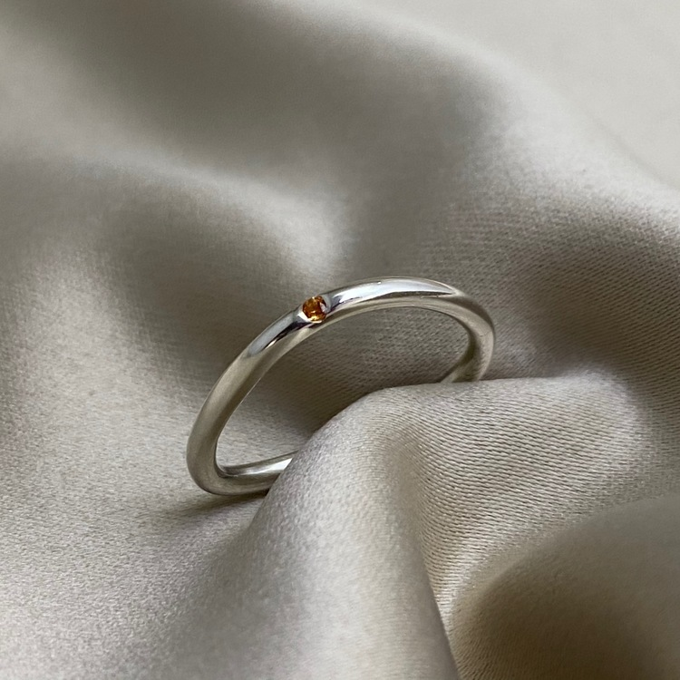 DOT Triangle yellow Sapphire Ring, for supercomfort. The precious stone is always on top. Made by Stockholm Jewels