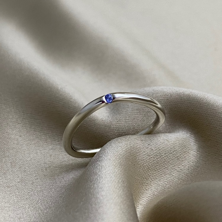 DOT Triangle blue Sapphire Ring, for supercomfort. The precious stone is always on top. Made by Stockholm Jewels