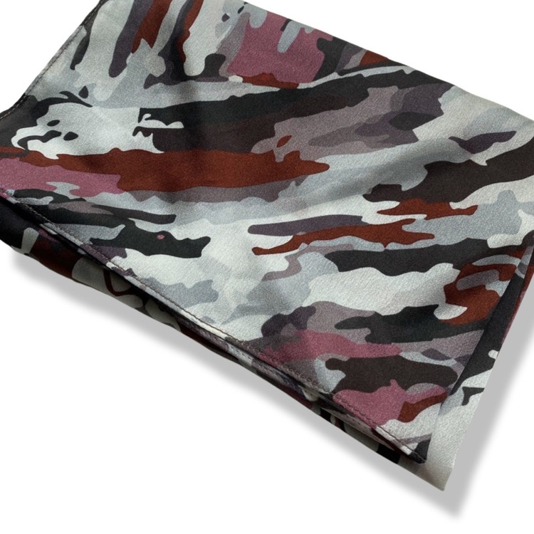 Sidenscarf från JOHANNA OLIVIA, modern camouflage, selected by ETENA Jewellery & design