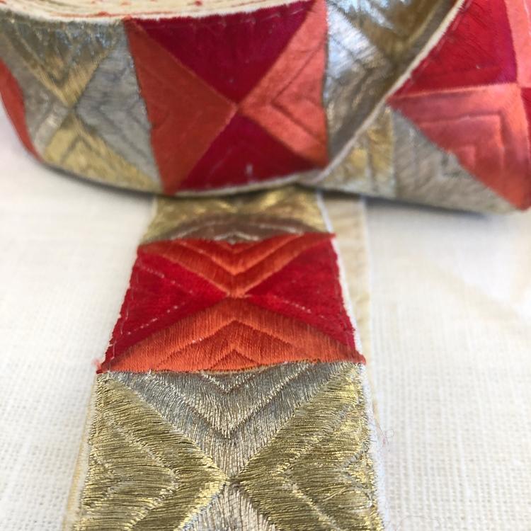 Dekorband grafiskt guld, orange, rött