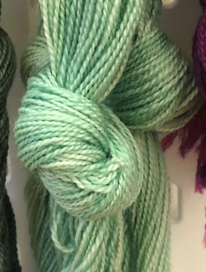 Möbelåtta 8/2 mintgrön handfärgad