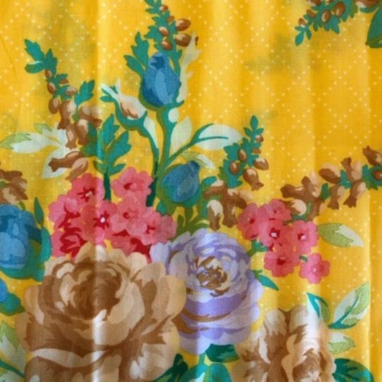 Bomullstyg storblommigt gult