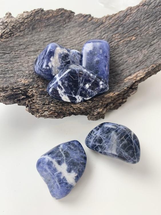 Sodalit, trumlade stenar