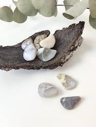 Vit Opal, trumlade stenar