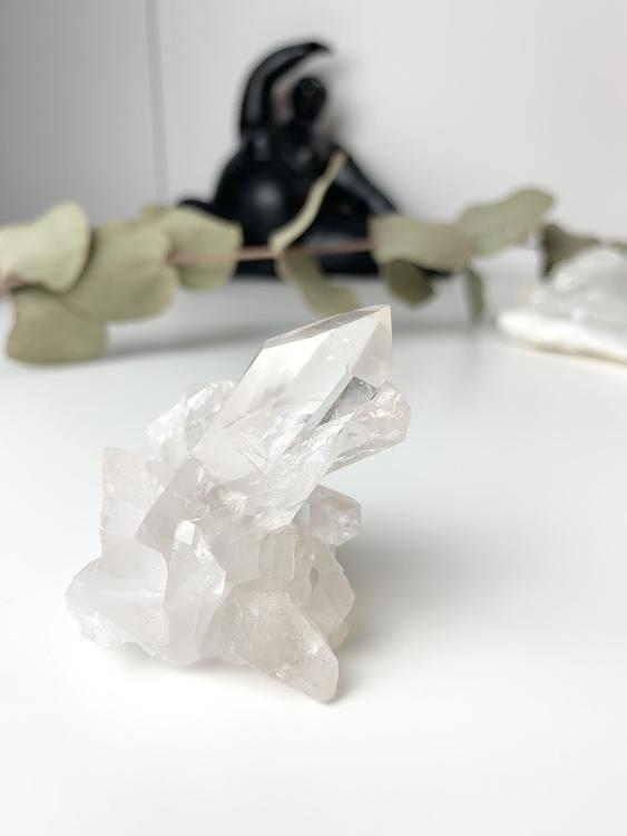 Bergskristall (clear quartz) kluster. Unik bergkristall. Egenskaper; mest kraftfulla förstärkare av energier