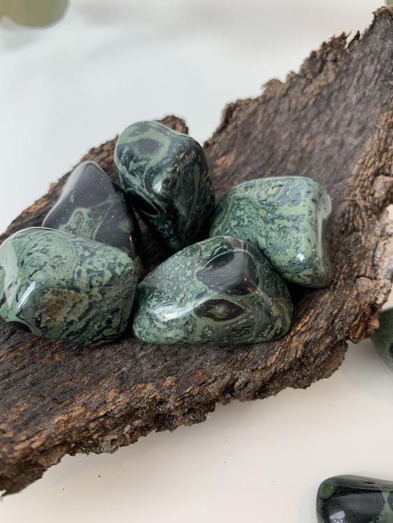 Kambaba jaspis, trumlade stenar