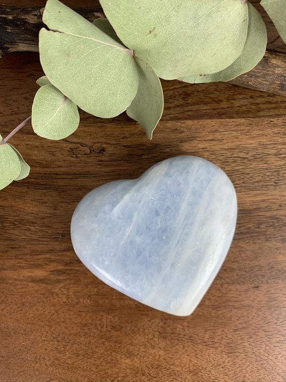 Hjärta av blå kalcit