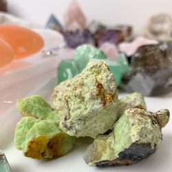 Grön opal, råsten