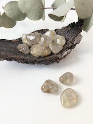 Rutilkvarts, guld trumlade stenar