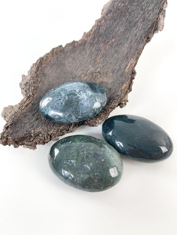 Mossagat, touchstone, palmstone, meditationsssten, kristaller för lugn, hjärtchakrat