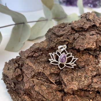 Lotushänge i sterling silver och lepidolit