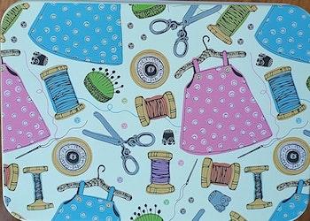 Sykit plåtburk kläder tråd