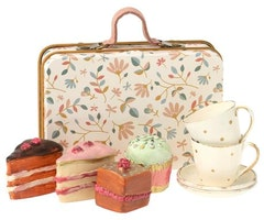 CAKE SET IN SUITCASE