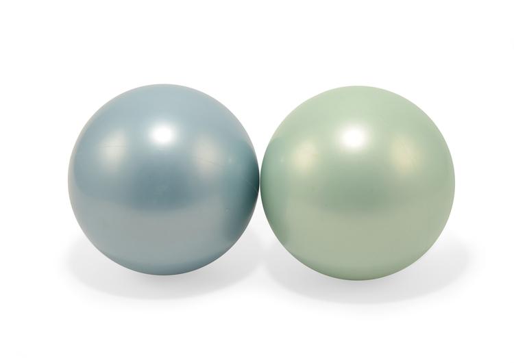 Två bollar (grön och blå)